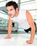 Man working out Royalty Free Stock Photos