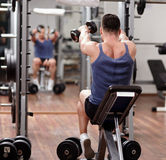 Man working out in front of the mirror Royalty Free Stock Images