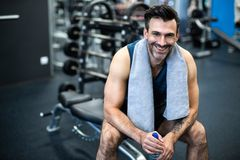 Man working out in gym Royalty Free Stock Photos