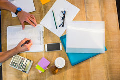 Man writing on clipboard Royalty Free Stock Photography