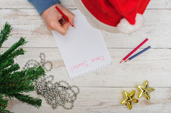 Man writing letter to Santa in Christmas situation Royalty Free Stock Photos