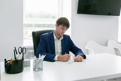 Man writing in a notebook in the office Royalty Free Stock Photography