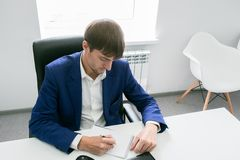 Man writing in a notebook in the office Royalty Free Stock Photos