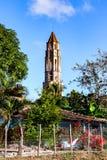 Manaca Iznaga塔在洛斯因赫尼奥斯山谷,特立尼达,古巴: 图库摄影