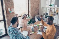 Manageme start-up di vendita di commercio dell'offerta dei colleghi di team-building fotografie stock