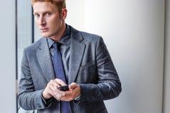 Manager Businessman die oplossing zoeken royalty-vrije stock afbeelding