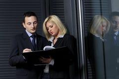 Manager, der Geschäftsrat gibt stockfotografie