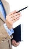 Manager, der mit einer Feder zeigt Lizenzfreies Stockbild