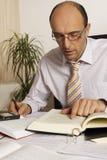 Manager an der Schreibtischfunktion Stockbild