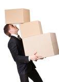 Manager die stapel van kartondozen houdt royalty-vrije stock afbeeldingen