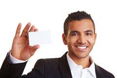 Manager die zijn adreskaartje toont stock foto