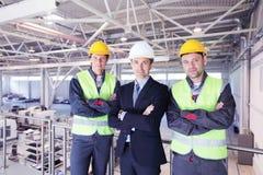 Manager en arbeiders in fabriek Royalty-vrije Stock Foto's