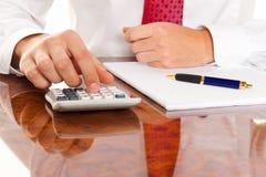 Manager met een calculator. De firma's van de boekhouding Royalty-vrije Stock Fotografie
