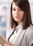 Manager met tablet op het kantoor stock afbeelding
