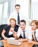 Manager mit Büroangestellten auf Sitzung Stockbilder