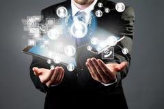 Manager mit Tablette und intelligentem Telefon Lizenzfreie Stockfotos