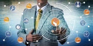 Manager-Monitoring Smart Water-Gitter über AI und IoT lizenzfreie stockfotografie
