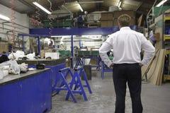 Manager op fabrieksvloer Stock Afbeeldingen