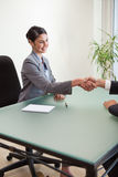 A manager shaking the hand of a customer Royalty Free Stock Photos