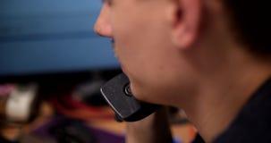 Manager IT in ufficio video d archivio