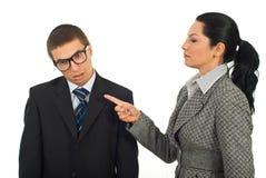 Managerfrau beschuldigen Speicherauszugangestellten Stockfotografie