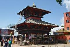 MANAKAMANA, NP - CIRCA AUGUSTUS 2012 - de Hindoese tempel van Manakamana, ci Stock Foto