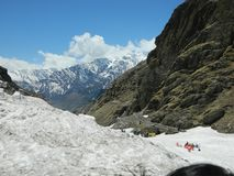 Manali看起来冰的山令人敬畏 免版税库存图片