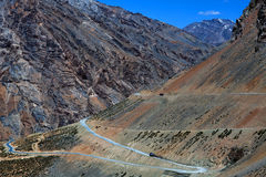 Manali - Leh huvudväg i Jammu and Kashmir, Indien Arkivbild