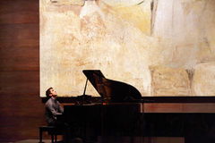 Zade Dirani Solo- Klavier bei Bahrain Lizenzfreie Stockfotografie