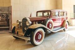 MANAMA BAHRAJN, GRUDZIEŃ, - 19, 2018: retro samochodowy buick Sheikh Isa w muzeum narodowym Bahrajn zdjęcie royalty free