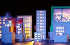 Construção iluminada na mostra Sneezing de Firas foto de stock