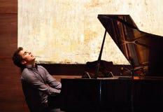 O PNF Zade Dirani do piano executa em Barém Imagens de Stock Royalty Free