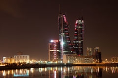 Manama la nuit. Bahreïn Image stock