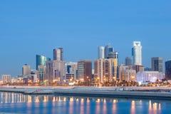 Manama linia horyzontu przy nocą, Bahrajn Obrazy Stock