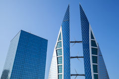 Manama stadshorisont, Bahrain World Trade Center Royaltyfri Bild