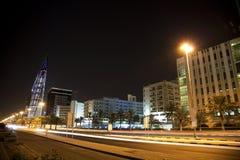 Manama van de binnenstad bij Nacht, Bahrein Stock Afbeeldingen
