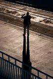 Mananseende på spårvagnstoppet Royaltyfri Fotografi