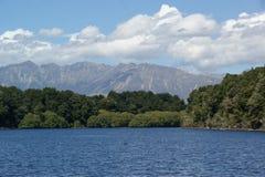 Озеро Manapouri стоковое изображение rf