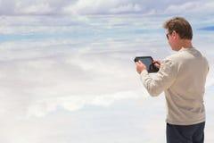 Manarbete på en digital tablet Arkivbilder