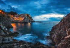 Manarola, Cinque Terre, Italië Manaroladorp tijdens zonsondergang royalty-vrije stock fotografie