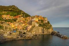 Manarola, Cinque Terre przy zmierzchem (włoszczyzna Riviera, Liguria,) obrazy stock