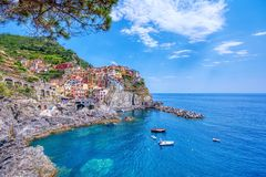 Manarola is een mooie kleine stad in de provincie van La Spezia, Ligurië, het noorden van Italië en één van vijf Cinque terre stock foto