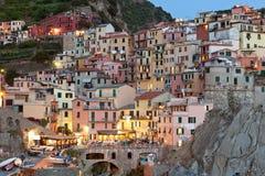 Manarola na zonsondergang, Cinque Terre, Italië stock afbeelding