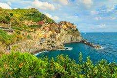 Manarola by på den Cinque Terre kusten av Italien, Europa fotografering för bildbyråer