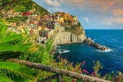 Manarola by på den Cinque Terre kusten av Italien, Europa royaltyfri foto