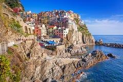 Manarola stad på det Ligurian havet Arkivfoton