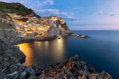 Manarola visserijdorp, zeegezicht in Vijf land, Cinque Terre National Park, Ligurië, Italië stock afbeelding