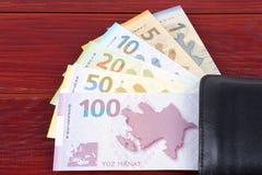 Manat azerbaiyano en la cartera negra