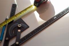 Manattraktioner planlägger, geometriska former vid blyertspennan Royaltyfria Foton