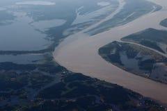 Manaus/Amazonas/Brasilien - 09/13/2018: Svart och Amazonas flod Olik typ två av vatten Touristic dragning i Brasilien royaltyfria foton